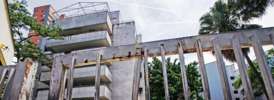 Se enreda la demolición del Mónaco
