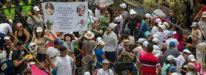 La larga fila para la misa del papa en Medellín