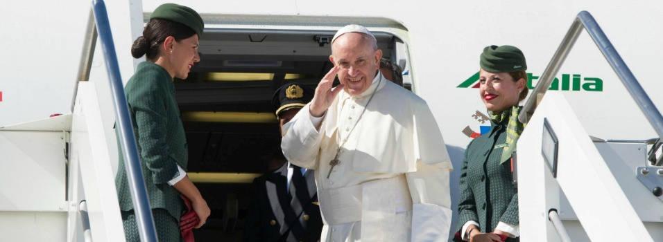 Siga el vuelo del papa a Colombia
