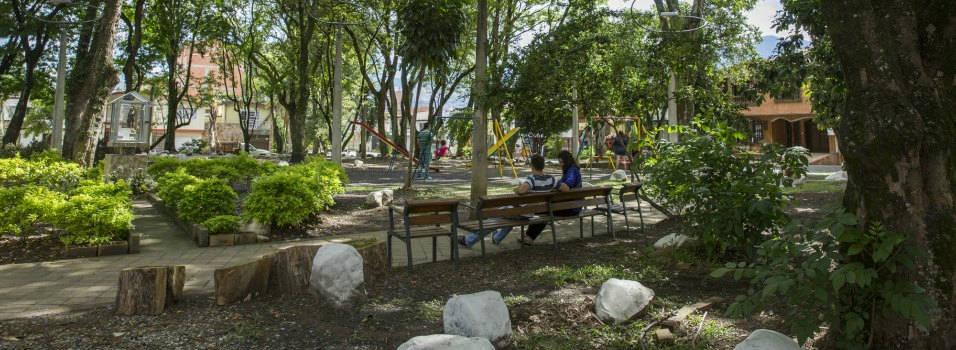 Vecinos de Los Colores se unen para cuidar los parques