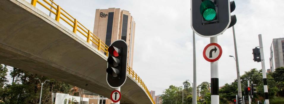 ¿Por qué hay semáforos en los puentes de valorización?
