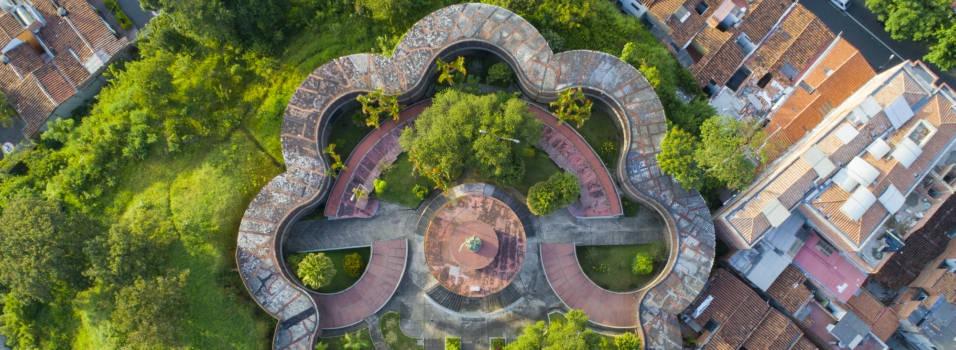 ¿Por qué el cementerio de Envigado tiene forma de trébol?