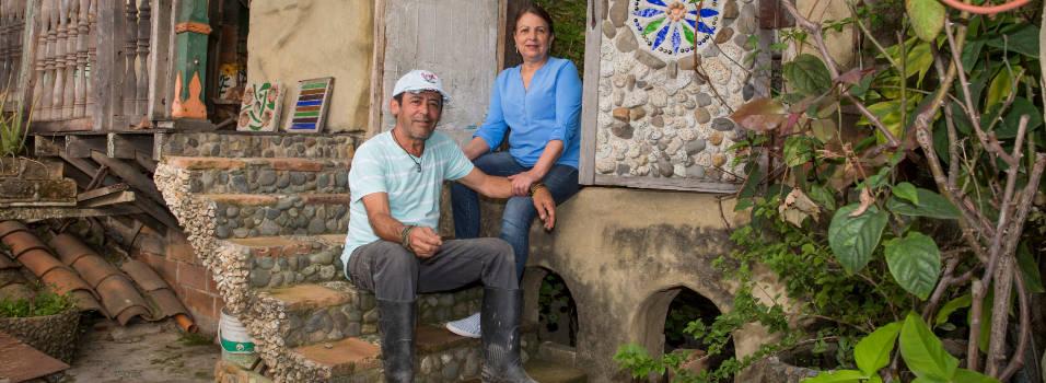 En Envigado antioquia hay una casa hecha a punta de piedritas