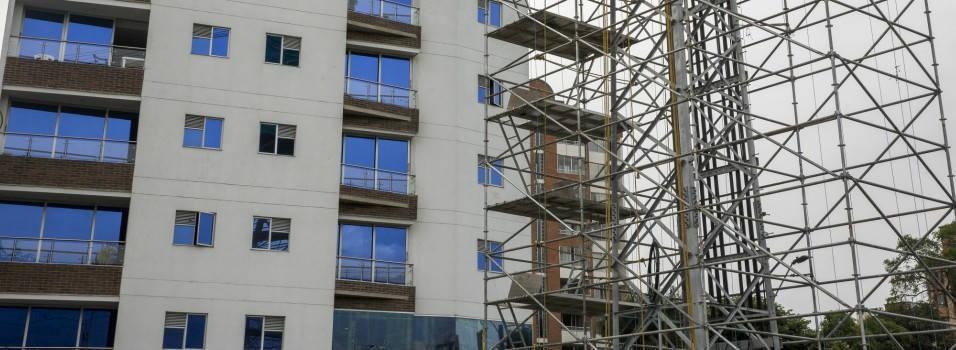 Vecinos están en contra de la torre de energía en Parques del Río