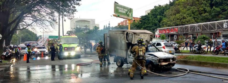 Furgón se incendió en La Aguacatala