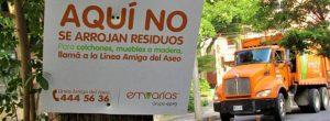 Vecinos protestan por avisos de Emvarias clavados en árboles