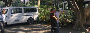 Choque entre buseta escolar y bus en El Poblado
