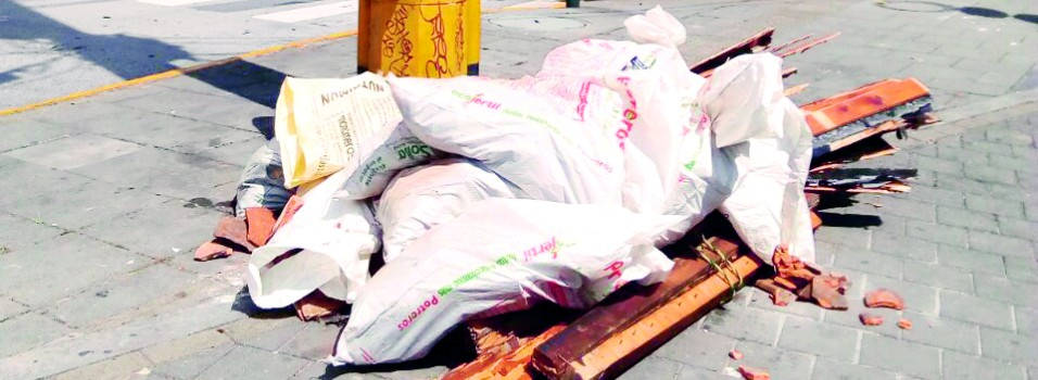 Continúa acumulación de basuras en una esquina de Los Alpes