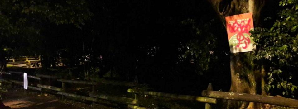 En árboles clavaron avisos de Emvarias