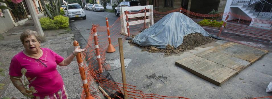 Una calle en Laureles se hundió y una vecina deberá pagar el daño