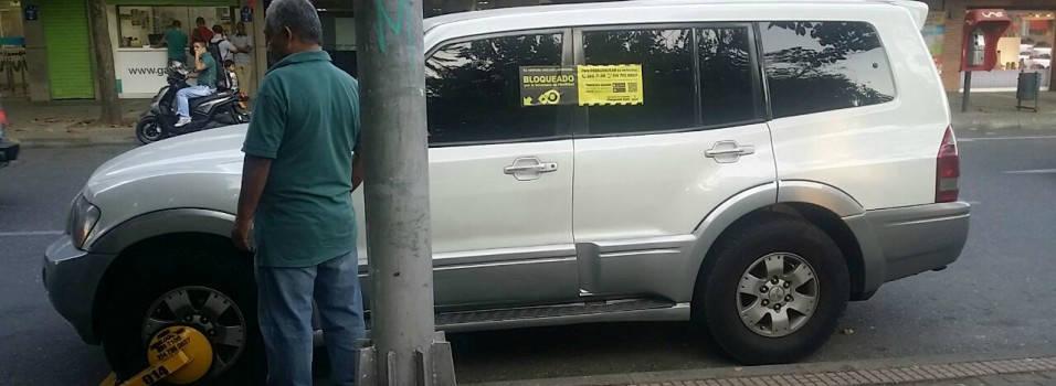 16 conductores estrenaron los cepos en Medellín
