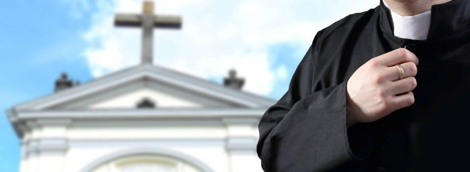 Sacerdote condenado por pederastia sigue ejerciendo en El Poblado