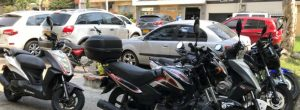 Motos invaden un pequeño parque en Suramericana