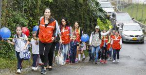 En el Montessori incentivan a ir al colegio caminado slider