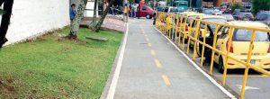 Peatones, sin espacio para caminar en Conquistadores