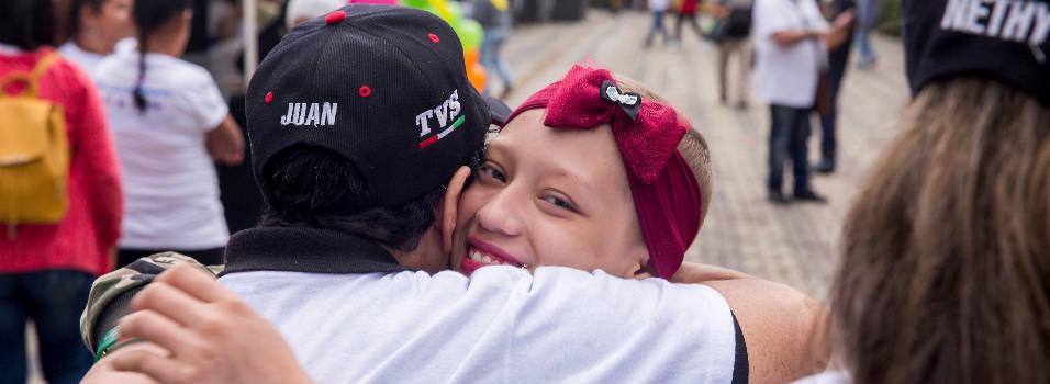 En Envigado hubo abrazatón por los niños con cáncer