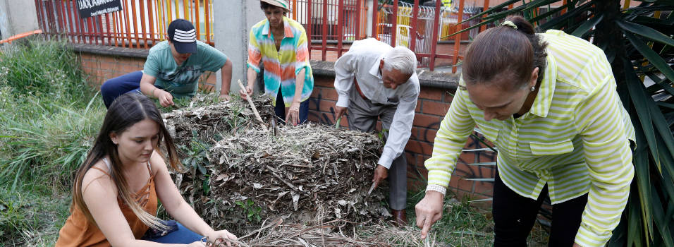 Vecinos del cerro Nutibara producen abono para hortalizas