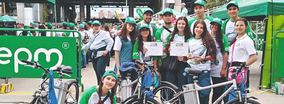 Estudiantes del San José de las Vegas ganaron carrera de carros solares