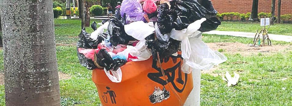 Heces de perros rebosan canecas de basura en Conquistadores