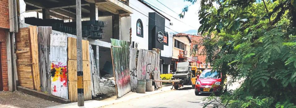 Obra obstruye el paso de peatones en Bolivariana