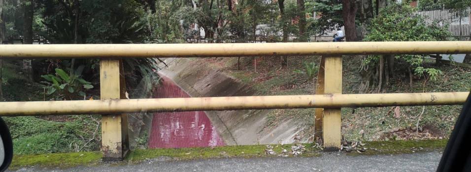 Quebrada La Guayabala fue teñida de rojo