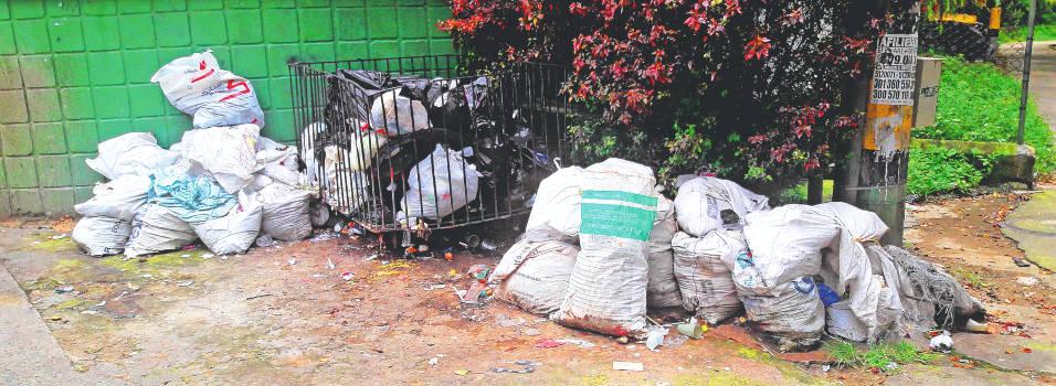 Vecinos denuncian basurero al lado del Colegio Alcaldía de Medellín