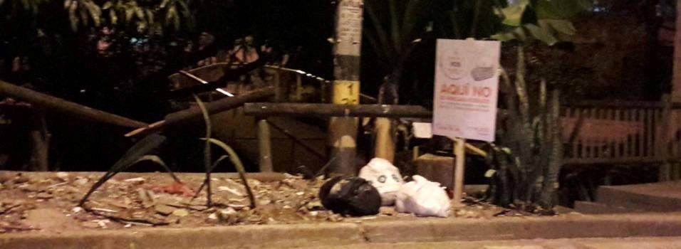 Ni los letreros han servido para frenar acumulación de basuras en la quebrada Altavista