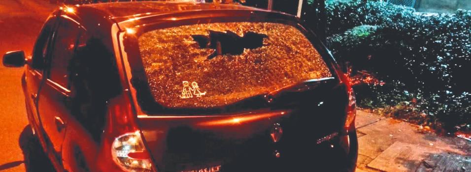 Presuntos taxistas habrían atacado carros que confundieron con Uber