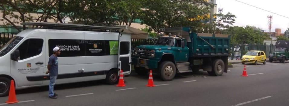 87 vehículos se rajaron en controles de emisión de gases en Envigado