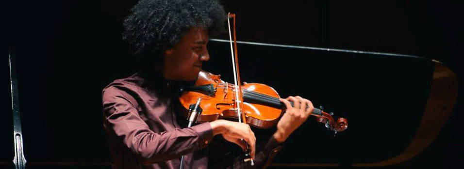A violinista le robaron su instrumento en Ciudad del Río