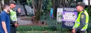 Aviso no sirvió para que dejaran de botar basuras en un parque de Conquistadores