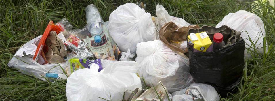 Nada ha servido para acabar con el problema de las basuras en Los Alpes