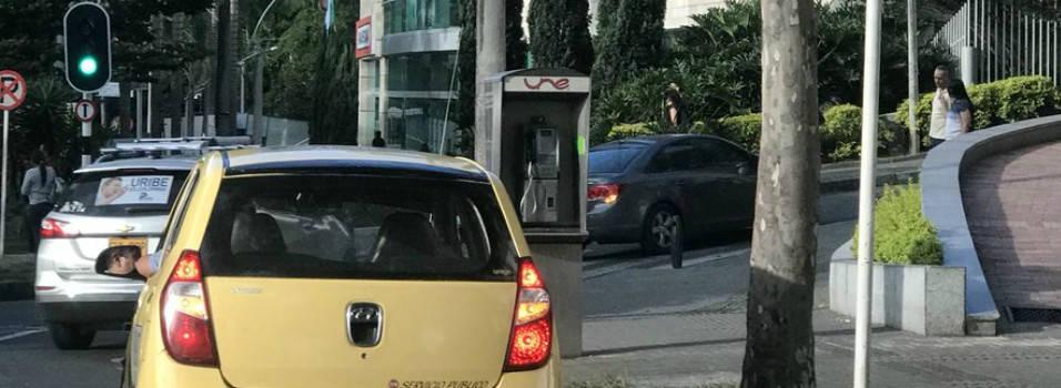 Persisten quejas por taxistas estacionados en la Av. El Poblado