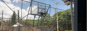 Piden que arreglen los tableros de baloncesto en cancha de Las Orquídeas