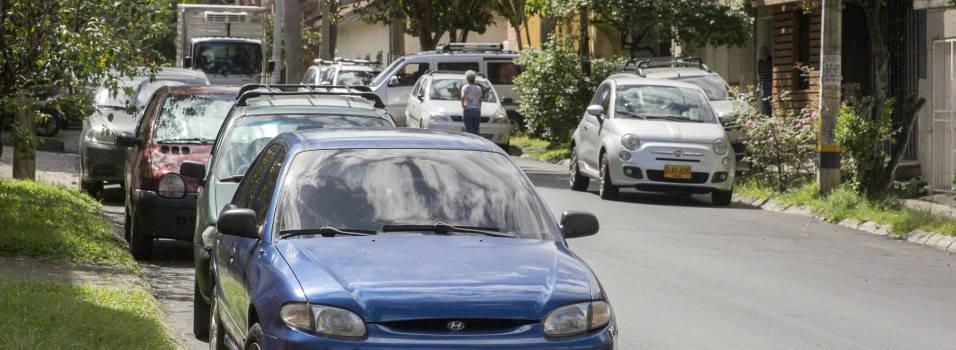 Vecina se queja del mal parqueo en Belén Granada