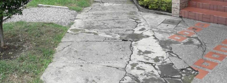 Vecinos siguen esperando mantenimiento de andenes en Laureles
