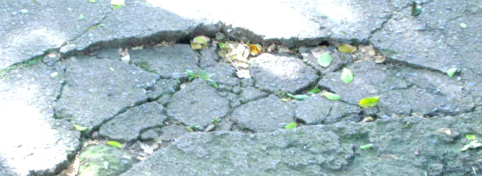 Queja por el mal estado de los andenes junto a La Hueso