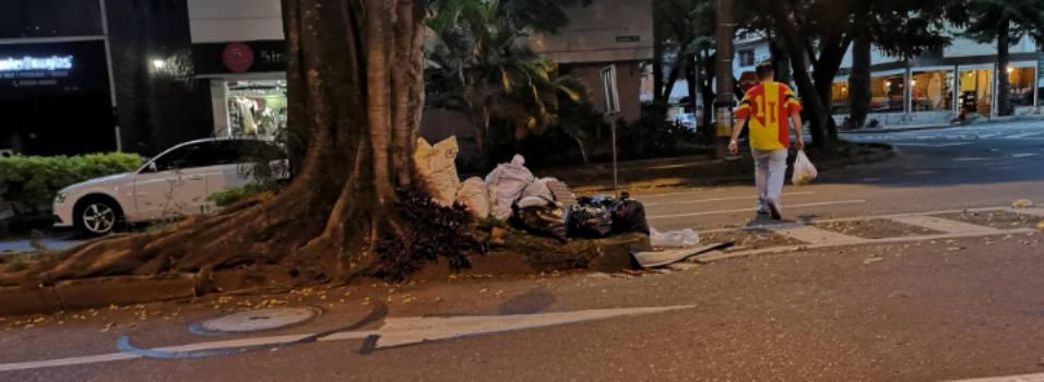 Vecino denuncia acumulación de basuras en la 76