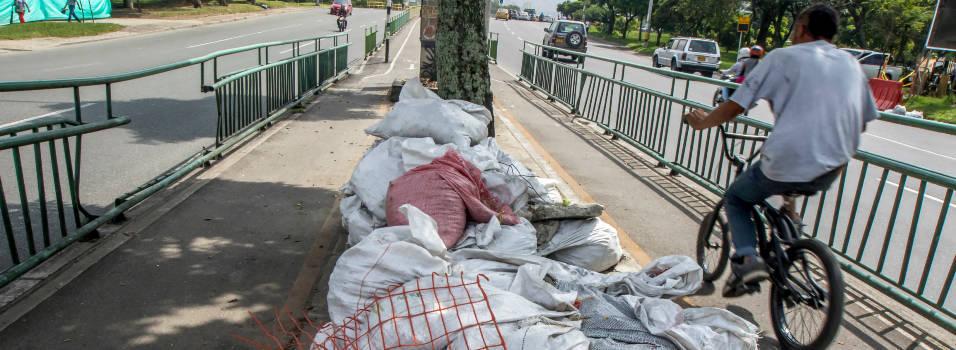 Escombros, un problema en las vías de Laureles