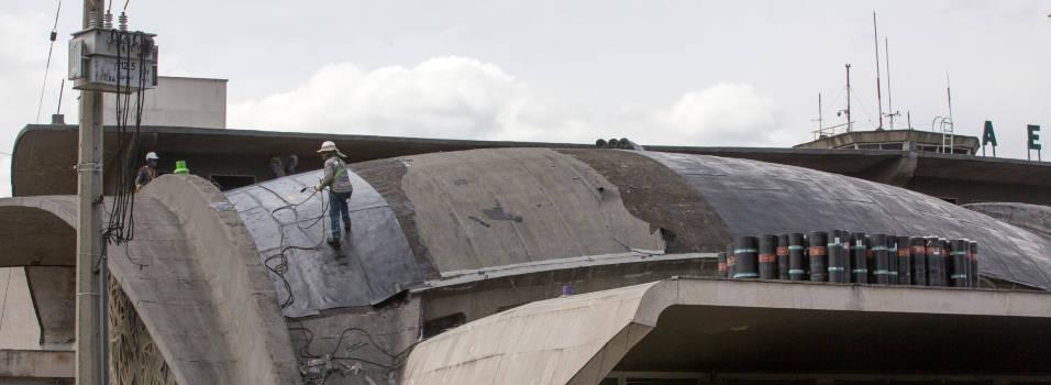 Están renovando los techos del aeropuerto Olaya Herrera
