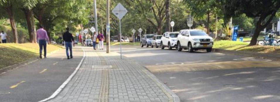Vecino denuncia mal parqueo en la circular primera