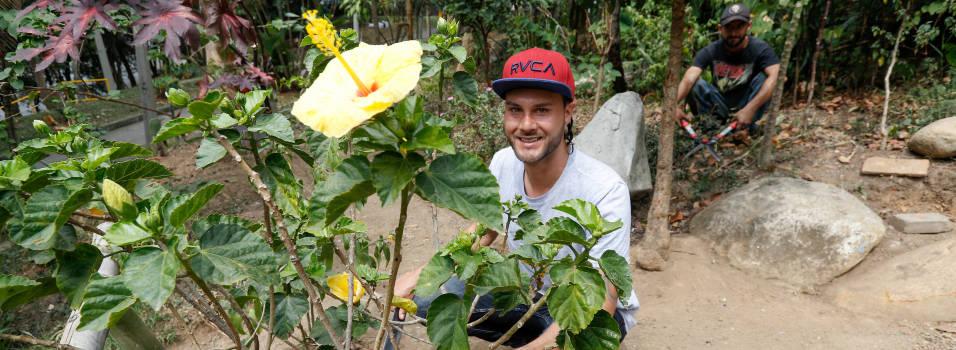 Vecinos convirtieron en un jardín lo que antes era una escombrera