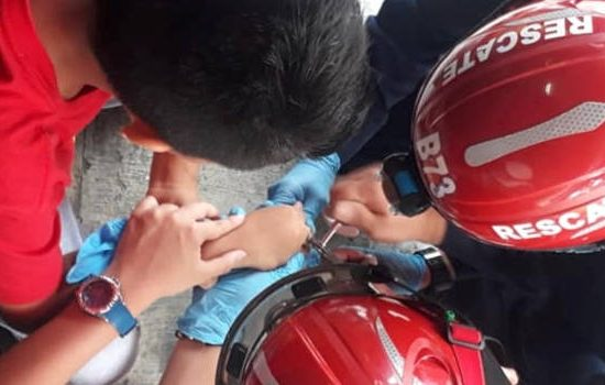 Bomberos de Envigado socorrieron a un niño que tenía un anillo atrancado