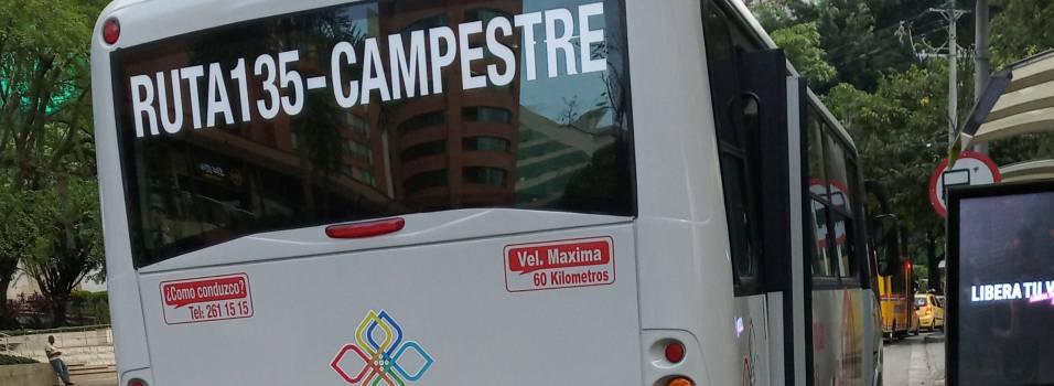 Conductor de bus en El Poblado no quiso parar donde se lo pidieron