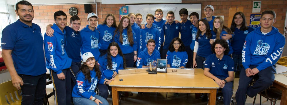 Equipo de robótica del Columbus se lució en Estados Unidos