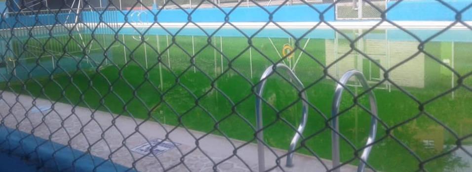 ¿Por qué está verde la piscina del parquecito del Índer de Envigado?