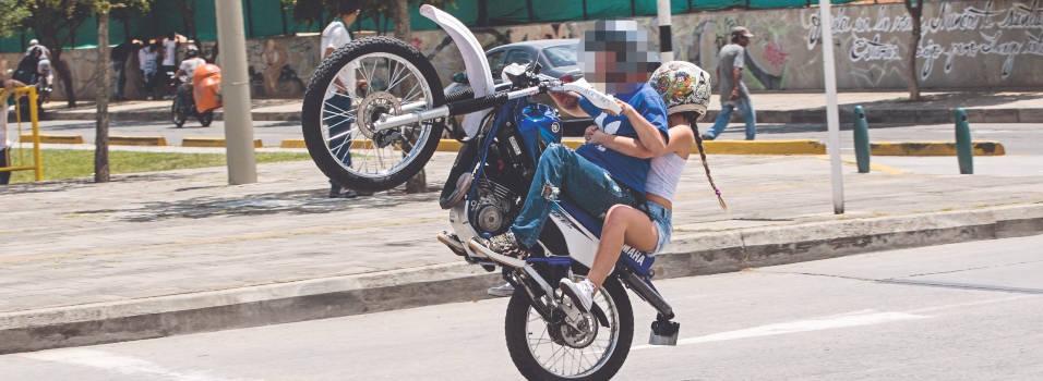 Vecino denuncia carreras y piques de motos en la Villa
