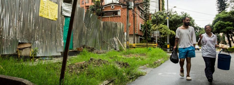 Construcción tiene bloqueado un anden en Conquistadores