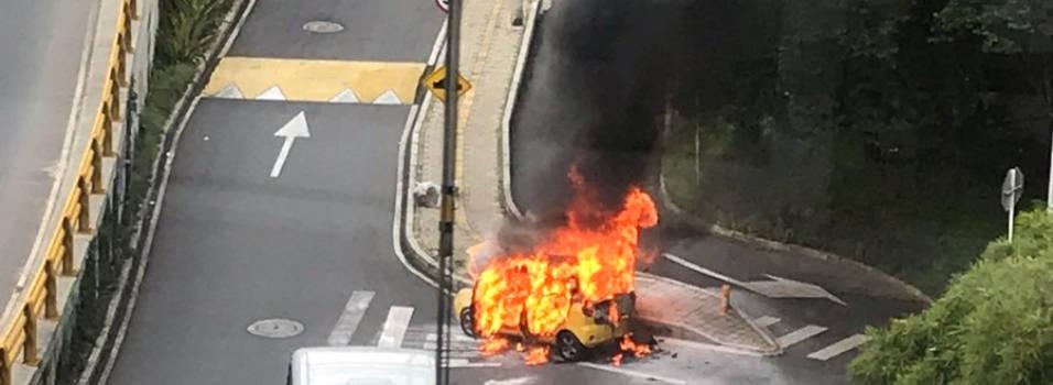 Taxi se incendió en la Superior con 10