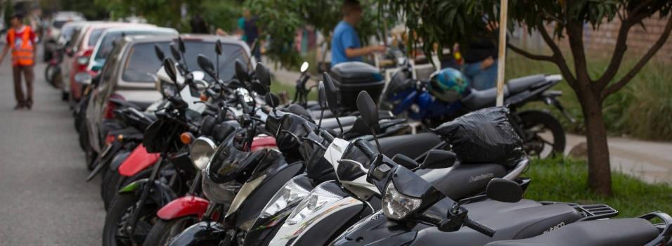 Vecinos de Belén y Laureles, afectados por el parqueo informal